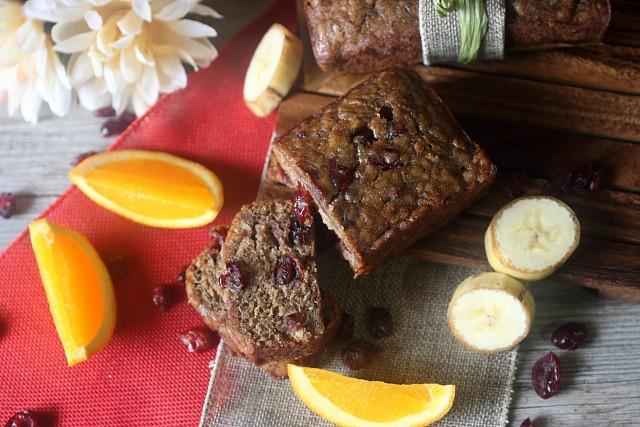 BCranberry Orange Banana Bread {mind-over-batter.com}