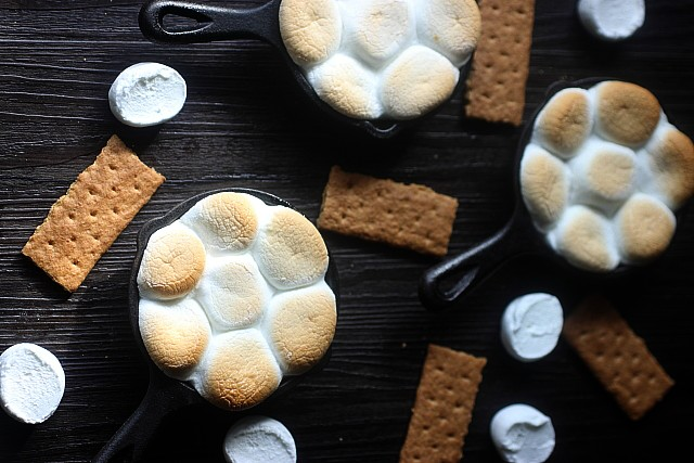 Mini Peanut Butter Chocolate S'mores Dip {mind-over-batter.com}