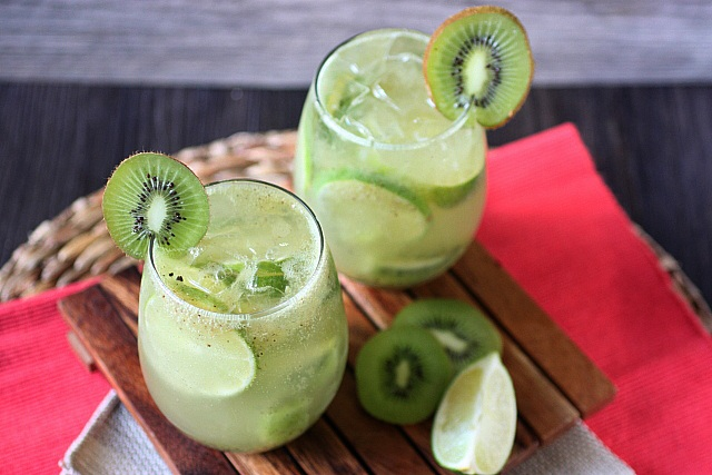 Kiwi Lime Rum Smash {mind-over-batter.com}