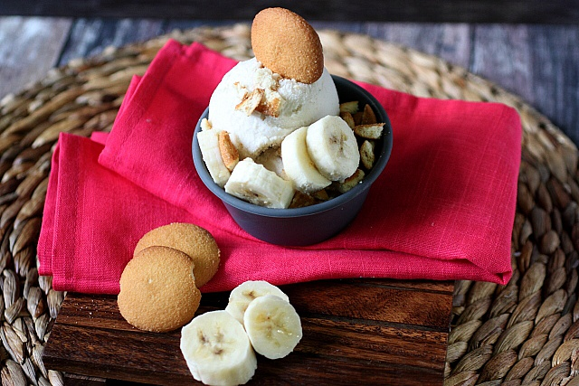 Banana Pudding Ice Cream {mind-over-batter.com}