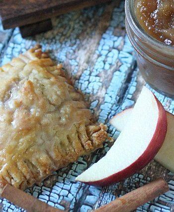 Spiced Apple Mini Pies {mind-over-batter.com}