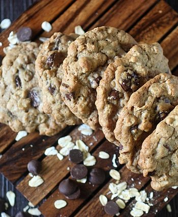 Crunchy Oatmeal Chocolate Chip Cookies {mind-over-batter.com}