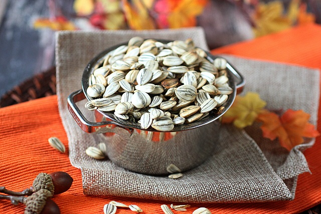 DIY Roasted Sunflower Seeds {mind-over-batter.com}